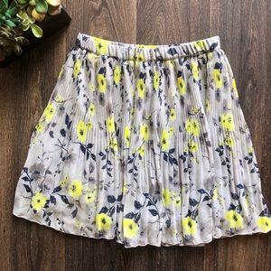 [Old Navy] pleated skirt
